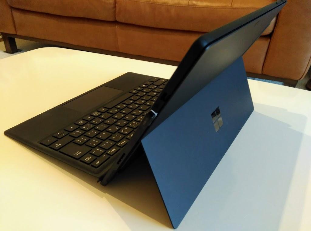 Surface Pro6 デザイン キックスタンドが特徴